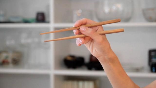 How To Use Chopsticks Like A Pro In No Time