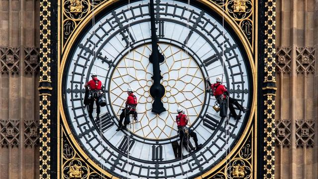 London Big Ben's Secret To Keeping Accurate Time Is...Old Pennies