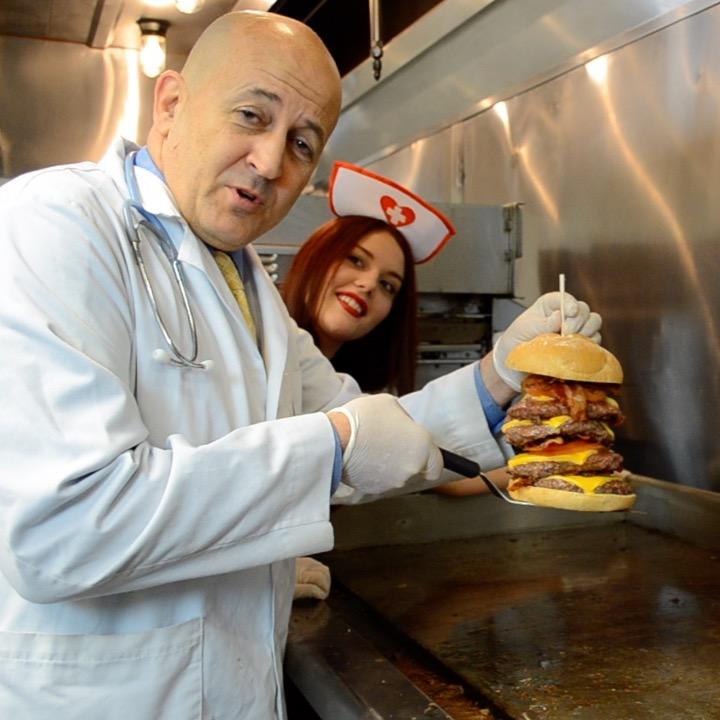 America has a restaurant where 'nurses' serve 20,000-calorie burgers